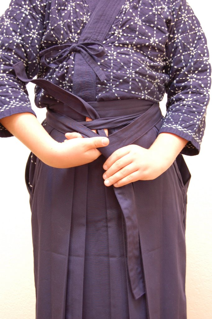 How to put on and tie a hakama