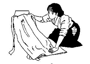 Hold the pleats with the left hand and flip the hakama over.